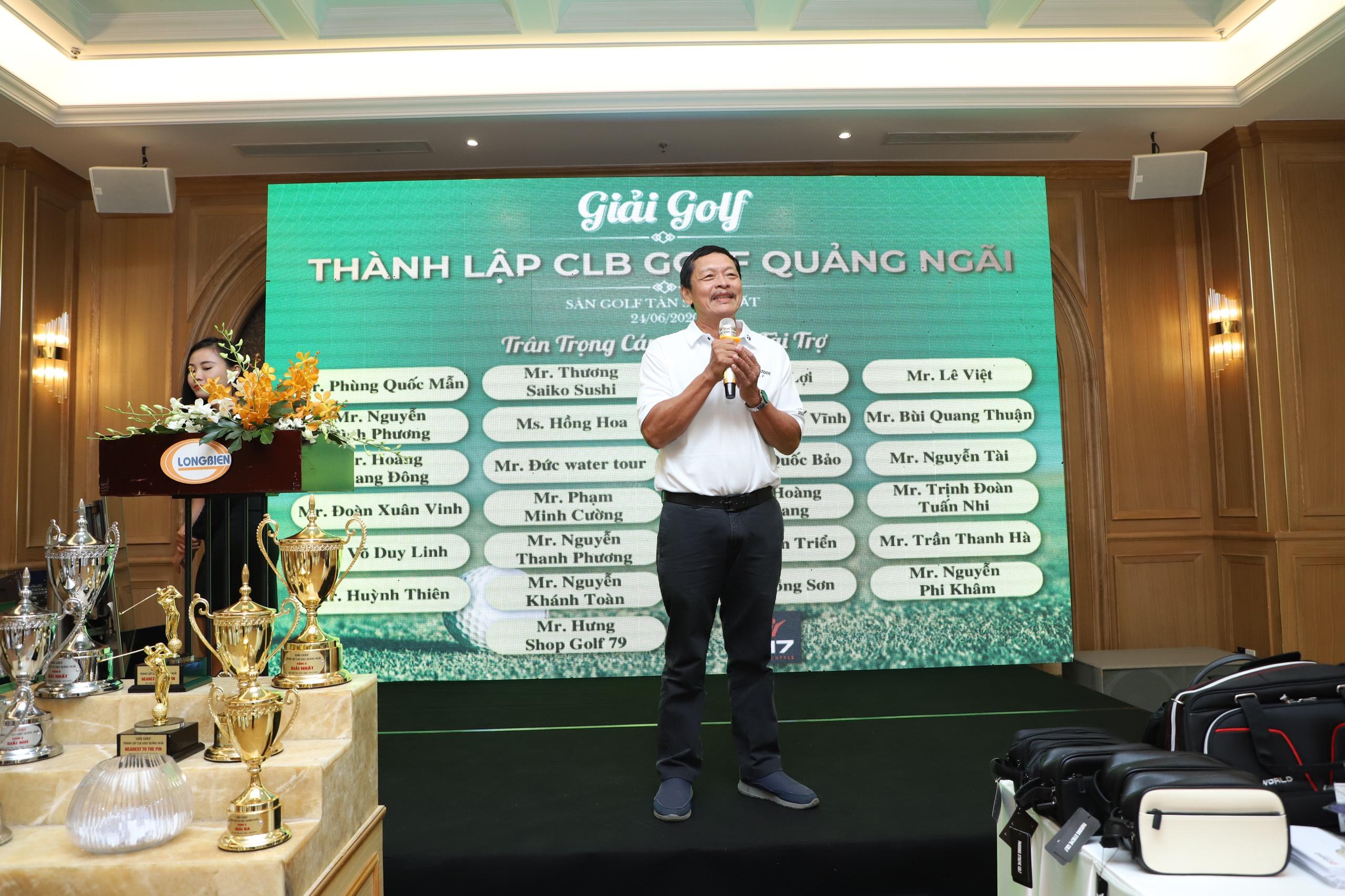Nhà báo Quốc Vĩnh- Chủ tịch HĐH Quảng Ngãi tại TP.HCM kiêm Chủ tịch CLB Doanh Nhân Quảng Ngãi tại TP.HCM phát biểu tại buổi lễ