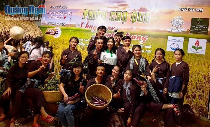 Một hoạt động mà CLB sinh viên Quảng Ngãi tại TP.HCM phối hợp cùng các CLB khác, mạnh thường quân tổ chức cho người Quảng xa quê, lấy kinh phí hỗ trợ chuyến xe Tết cho sinh viên, người lao động nghèo.