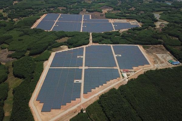 Toàn cảnh nhà máy điện mặt trời Bình Nguyên
