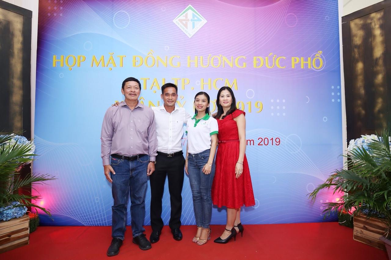 BCH Hội Đồng Hương Quảng Ngãi tại Tp.HCM chụp ảnh kỉ niệm.
