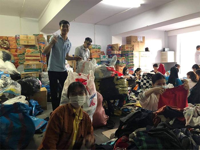 CLB Sinh Viên Quảng Ngãi tại TPCHM quyên góp vì miền Trung