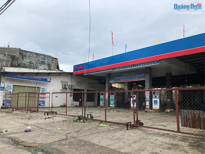 Đến 15h30 chiều 28.10, các trạm xăng dầu vẫn chưa thể mở cửa phục vụ người dân