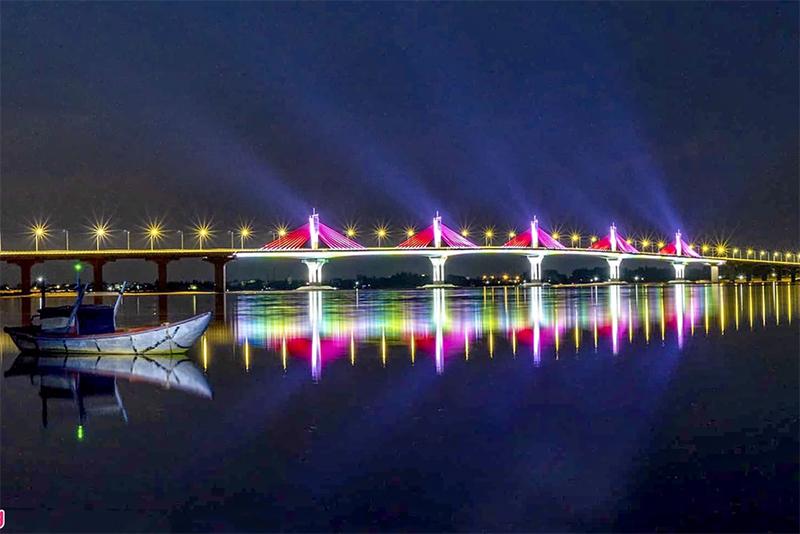Cầu Cổ Lũy trên sông Trà Khúc, Quảng nNgãi về đêm